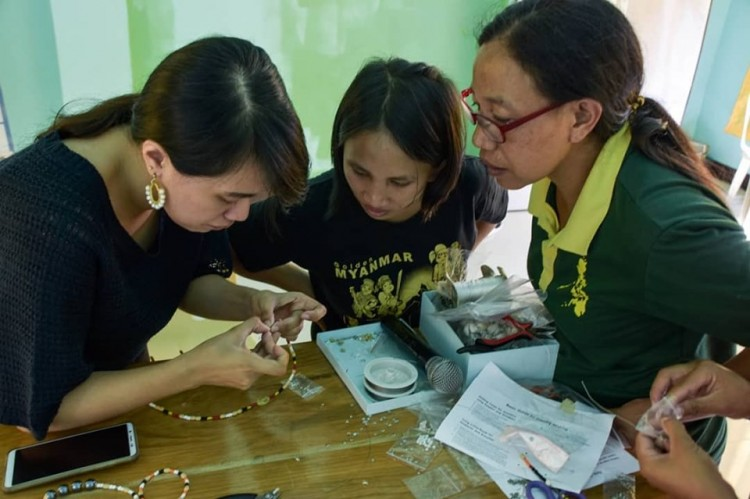 Anna Terrenal demonstrates how to work with jump rings and make loops for jewelry. Photo courtesy of Tesseract Manila's Facebook page.